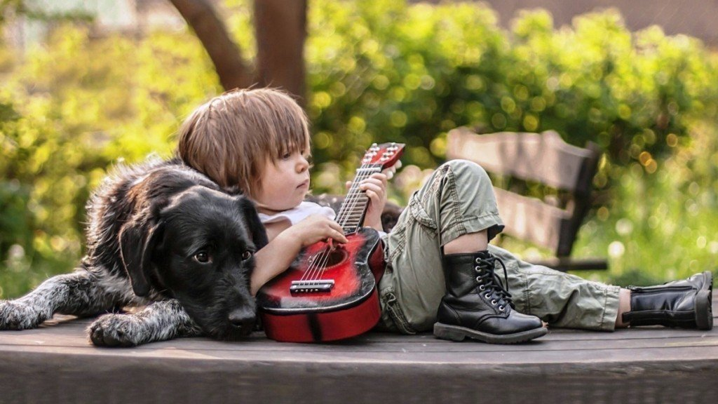 Optimized-cute_boy_playing_guitar_with_dog-1920x1080-1920x1080 (1)